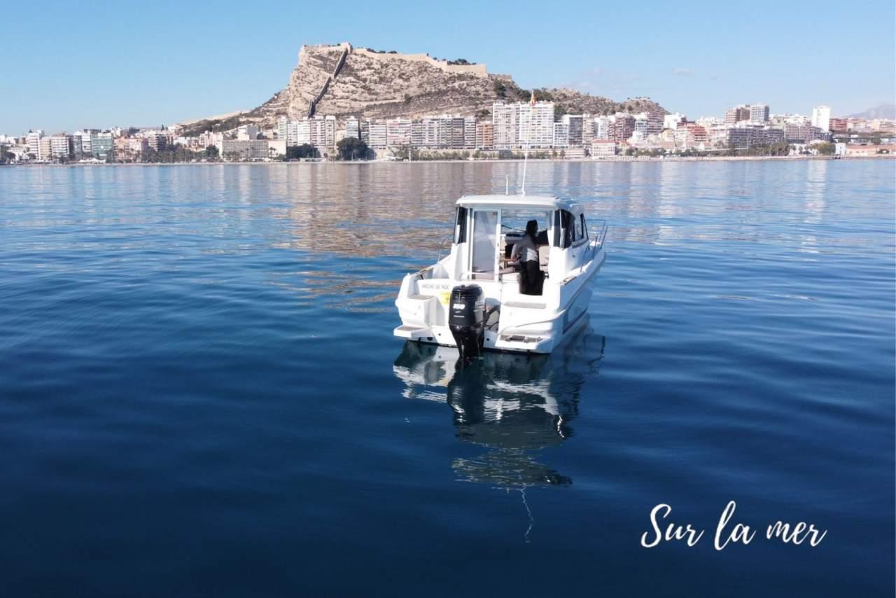 Alquiler de barcos en Alicante para disfrutar de una de las principales ciudades turísticas de España