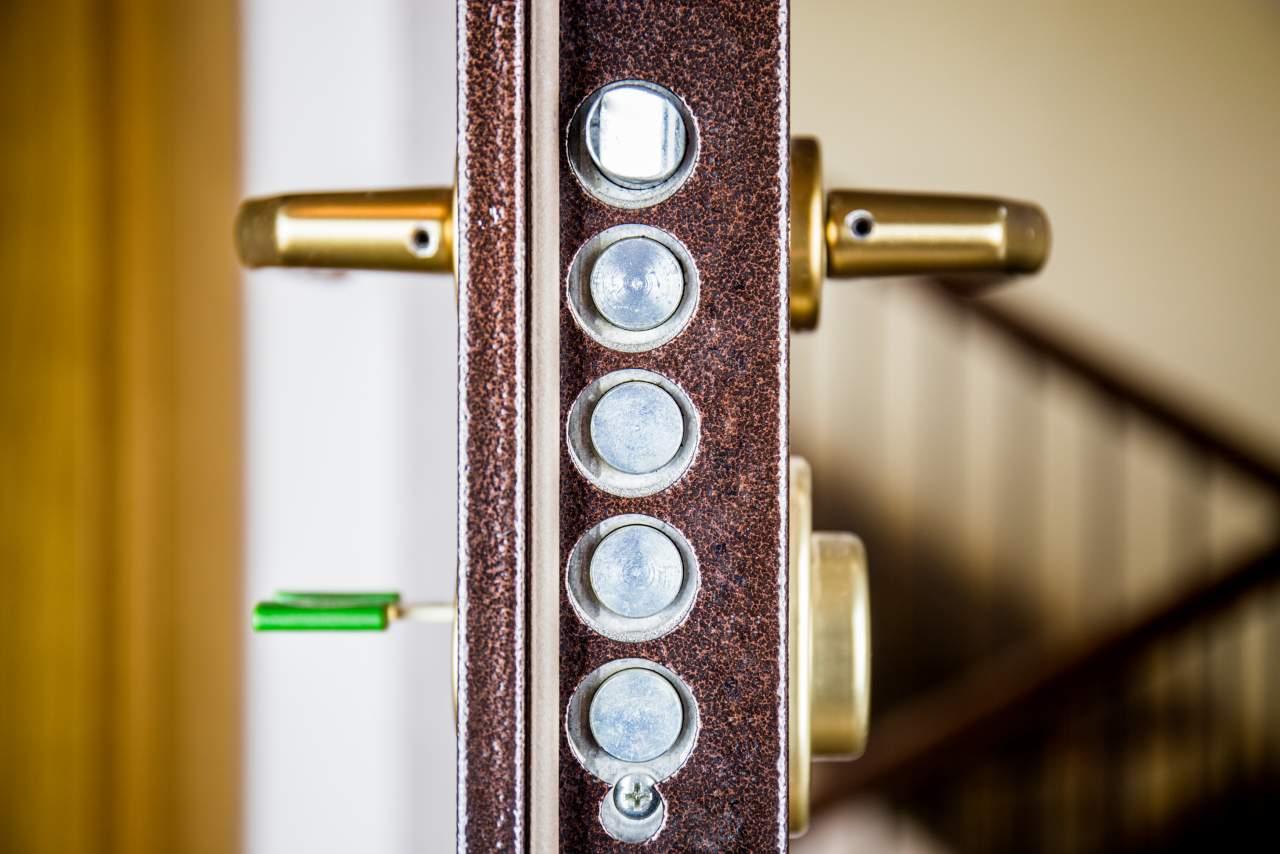 Elegir puerta en Granada: la opción de las puertas acorazadas ¿Cuáles son sus beneficios?