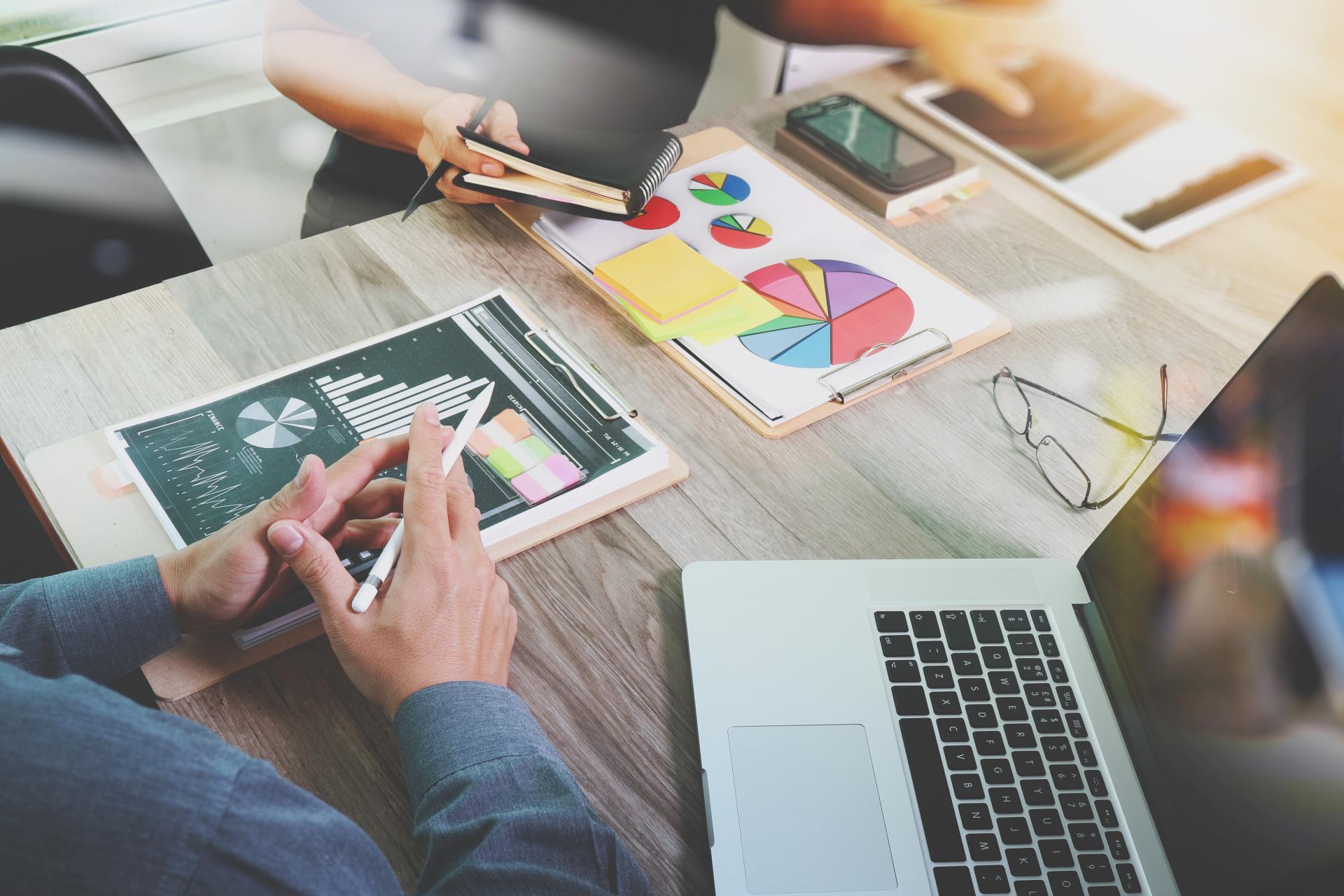 ¿Qué estrategias son más recomendadas para captar nuevos clientes con herramientas digitales?, según Juan Benítez, experto en marketing digital
